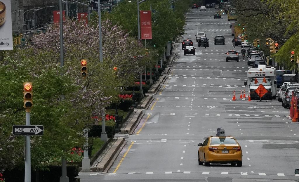 Un taxi sur Park Avenue, désert, le 27 avril 2020