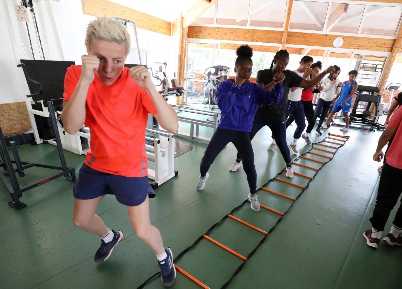 À vide, les boxeuses ont répété des gestes pour corriger leur posture. Ces exercices entrent dans le cadre de leur préparation.