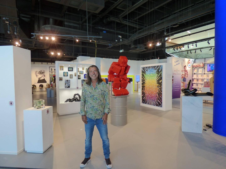 La nouvelle expoCapsuled'artistes locaux, présentéeparle concepteur niçois Christophe Noirel.