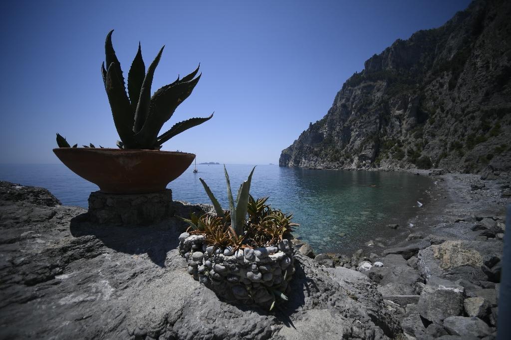 Crique près du village de Positano, dans le sud de l'Italie, le 1er juillet 2020