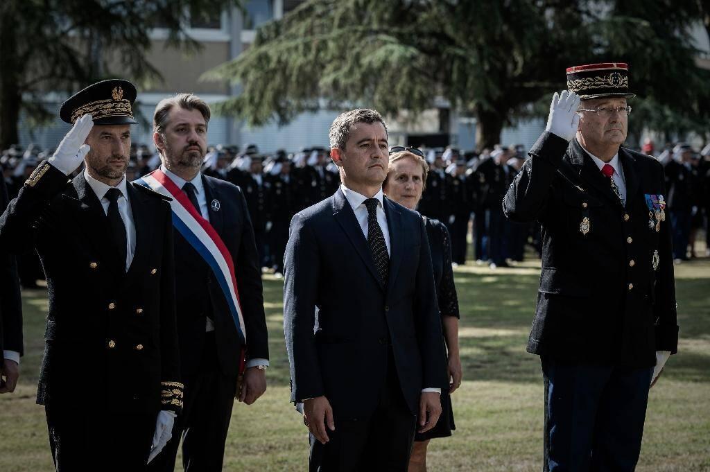 Le ministre de l'Intérieur Gérald Darmanin (c) lors des obsèques de la gendarme tuée par un chauffard, à Mérignac, le 9 juillet 2020