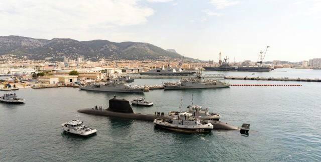 Le mardi 28 juillet 2020, le sous-marin nucléaire d'attaque Suffren, premier de série du programme Barracuda, arrive à la base navale de Toulon avec les moyens portuaires et de remorquages de la base navale.