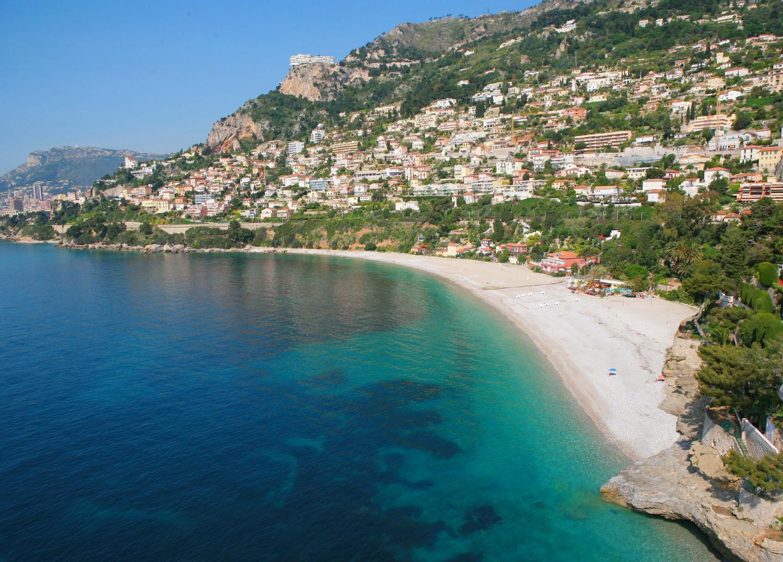 La plage du Golfe Bleu    photographie aŽrienne rŽalisŽe par patrice lapoirie pour les edition gilletta nice matin roquebrune_gollfe bleu et buse