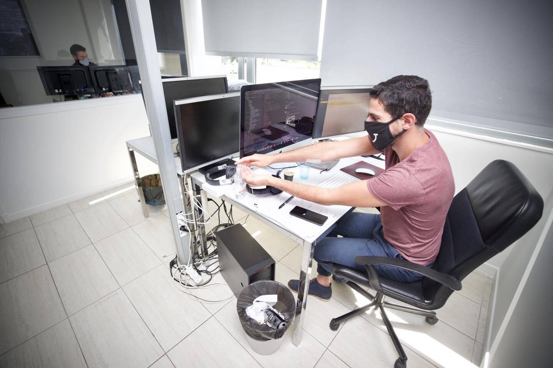 Certaines sociétés [comme içi Magic Stay] ont pris leur disposition pour gérer la reprise du travail en coworking.