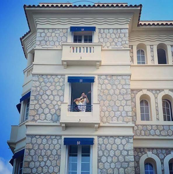 Kendji à l'hôtel Belles Rives à Juan-les-Pins.