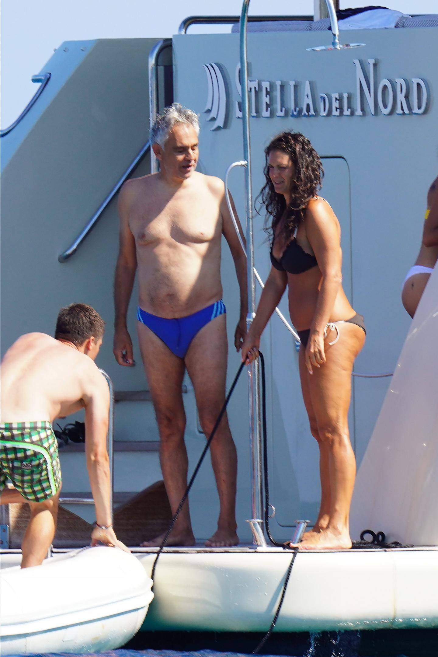 Andrea Bocelli et son épouse Veronica Berti en vacances à Saint-Tropez.