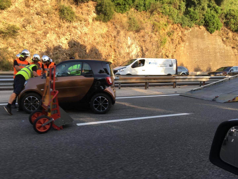 Une voiture a effectué un tête à queue.