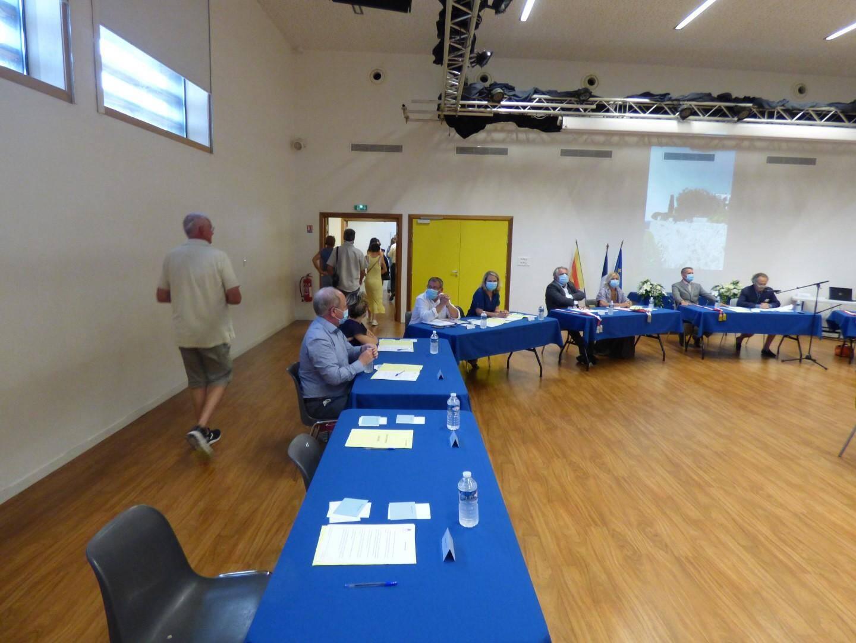 Tous les élus  d'opposition ont quitté la salle et boycotté l'élection du nouveau maire Jean-Pierre Camilla.