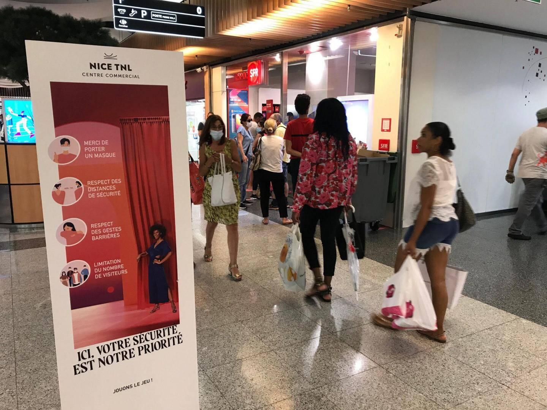 Malgré un message clair rappelé à chaque entrée du centre commercial, un client sur trois ne porte pas de masque.
