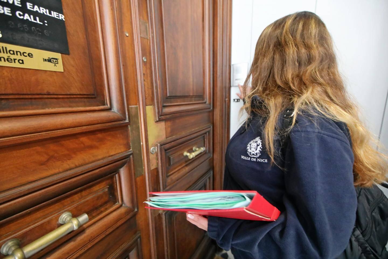 L'enquête démarre dès la porte d'entrée de l'immeuble ciblé.