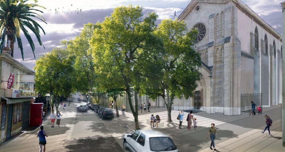 Voici, ci-dessus, à quoi devrait ressembler la place Germain-Loro, avec son ouverture sur la chapelle des Maristes, quand s'achèveront les travaux l'an prochain. A droite, la maire Nathalie Bicais venue constater l'avancée du chantier. (Illustration DR et photo Ma.D.)