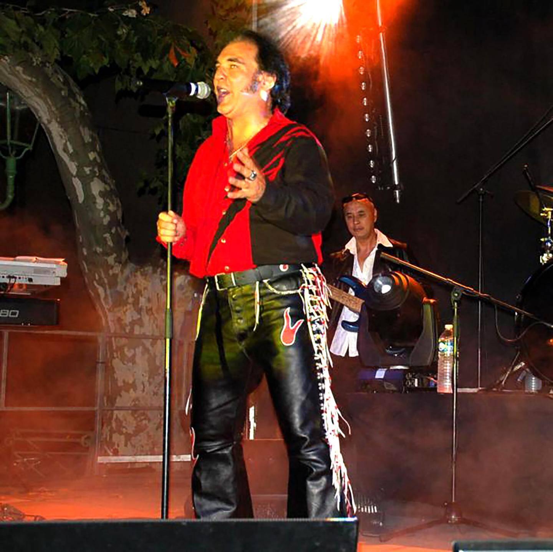 Christian Gil (au micro) est parvenu à convaincre cette « légende » de venir l'accompagner sur scène.