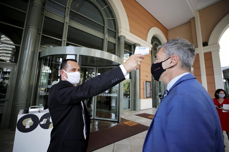 Joaquim, agent de sécurité: «Les clients sont habitués à la prise de température et au masque.»