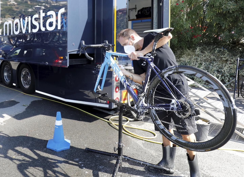 C'est le grand nettoyage. On désinfecte tout. Même les vélos. Restrictions sanitaires obligent…
