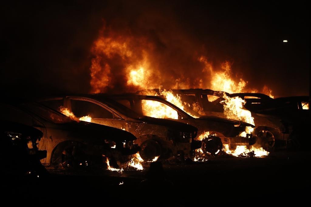 Des voitures incendiées, le 24 août 2020 à Kenosha (Wisconsin)