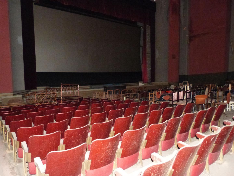Le cinéma Antipolis est resté intact dans l'arrière-boutique des Meubles modernes avec ses plus de 1.000 places.