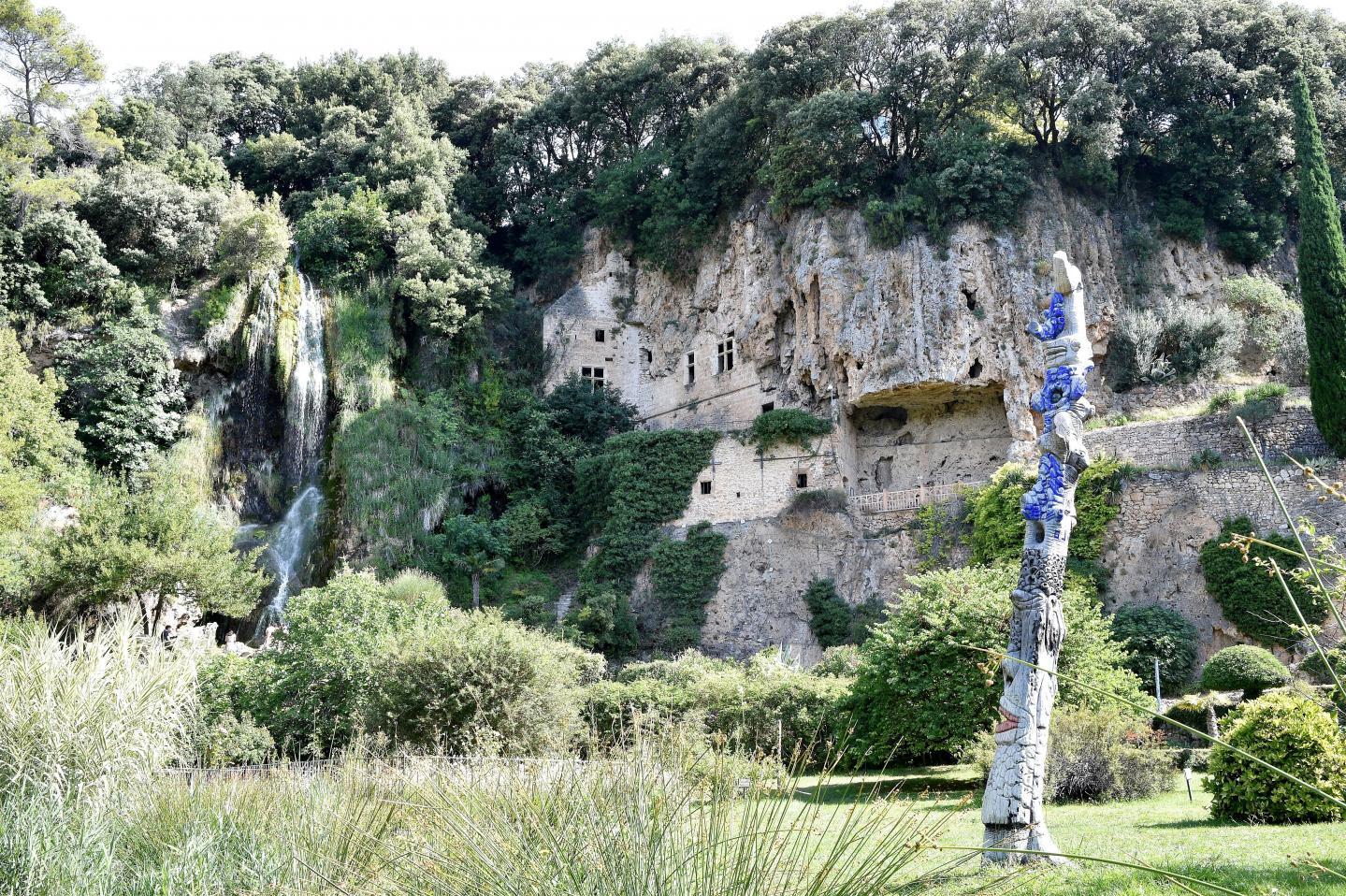 Les grottes de Villecroze sont, depuis 1924, classées au titre des sites et monuments naturels à caractère artistique.