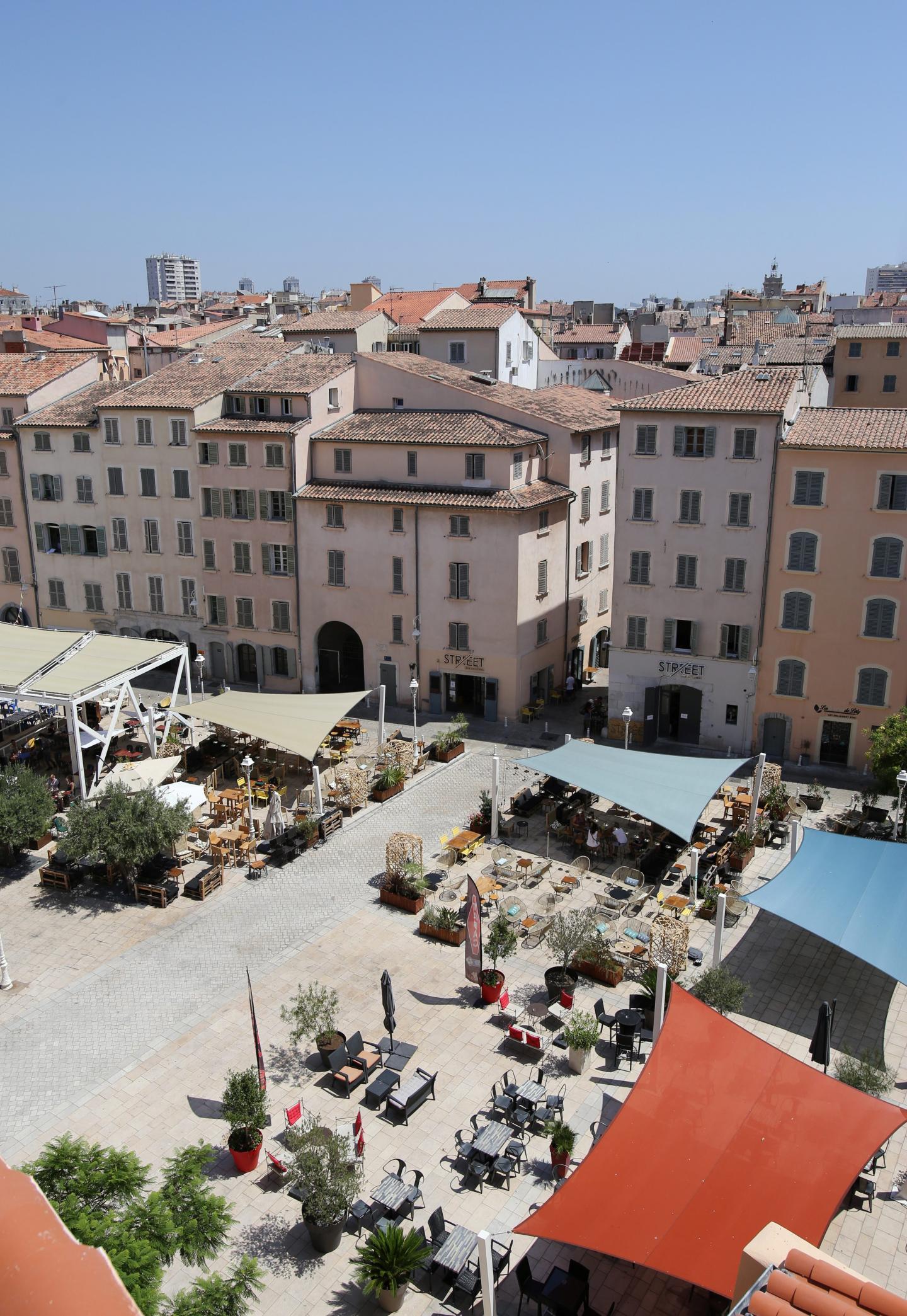 D'une capacité de 160 couverts, avec à la barre le jeune chef Yoann Silve, l'établissement proposera une terrasse, place de l'Equerre.