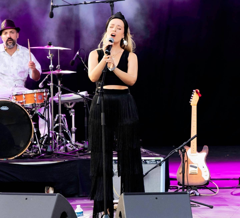 La chanteuse franco-irlandaise Alexandra Miller.