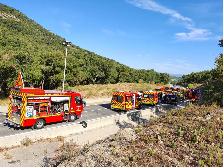 De nombreux véhicules de secours se sont rendus sur les lieux du choc.