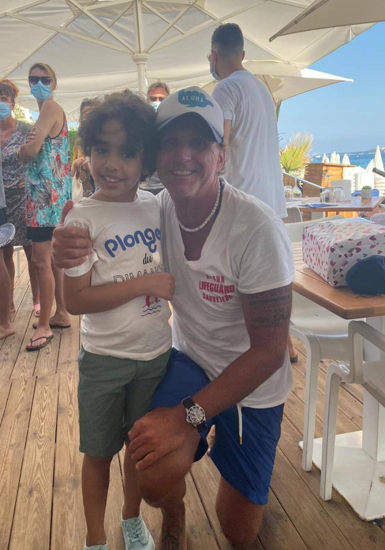 Xavier a réussi à sauver de la noyade Amir, 9 ans. Ce dernier est venu le remercier.