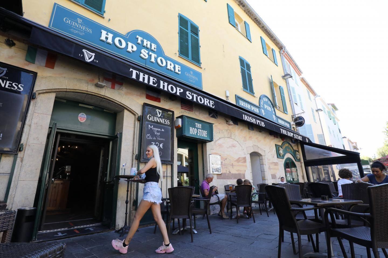 «The Hop Store» dispose de huit écrans, tous situés à l'intérieur.
