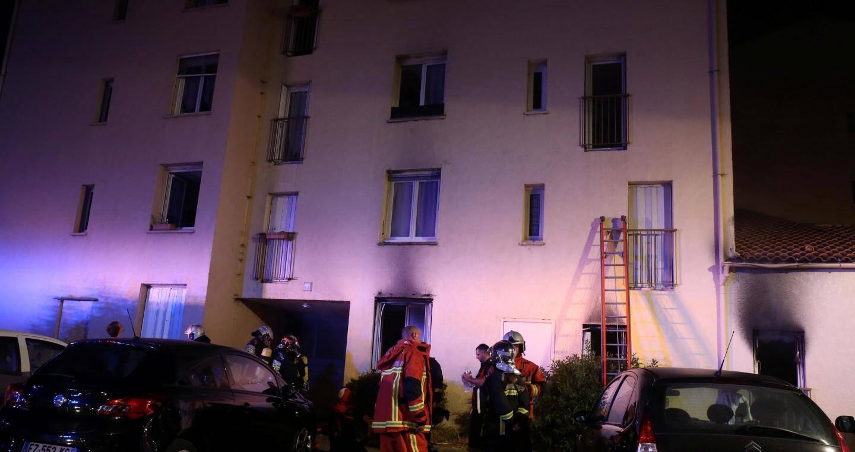 Les pompiers ont réussi à sauver 9 personnes au milieu des fumées stagnantes.