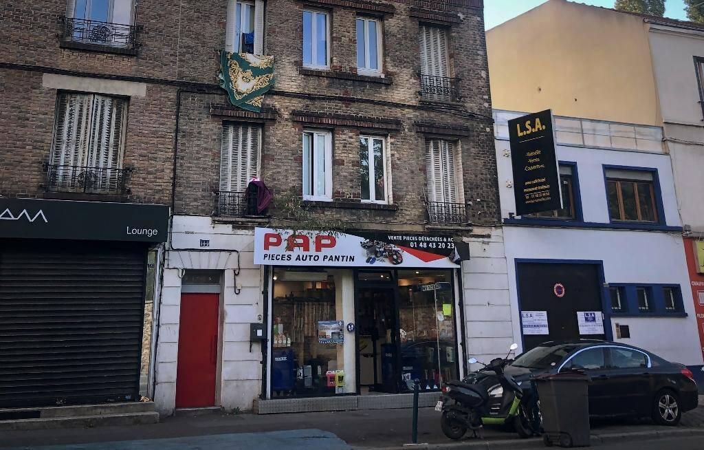 L'immeuble du domicile présumé du principal suspect dans l'attaque au hachoir à Paris, le 26 septembre 2020 à Pantin