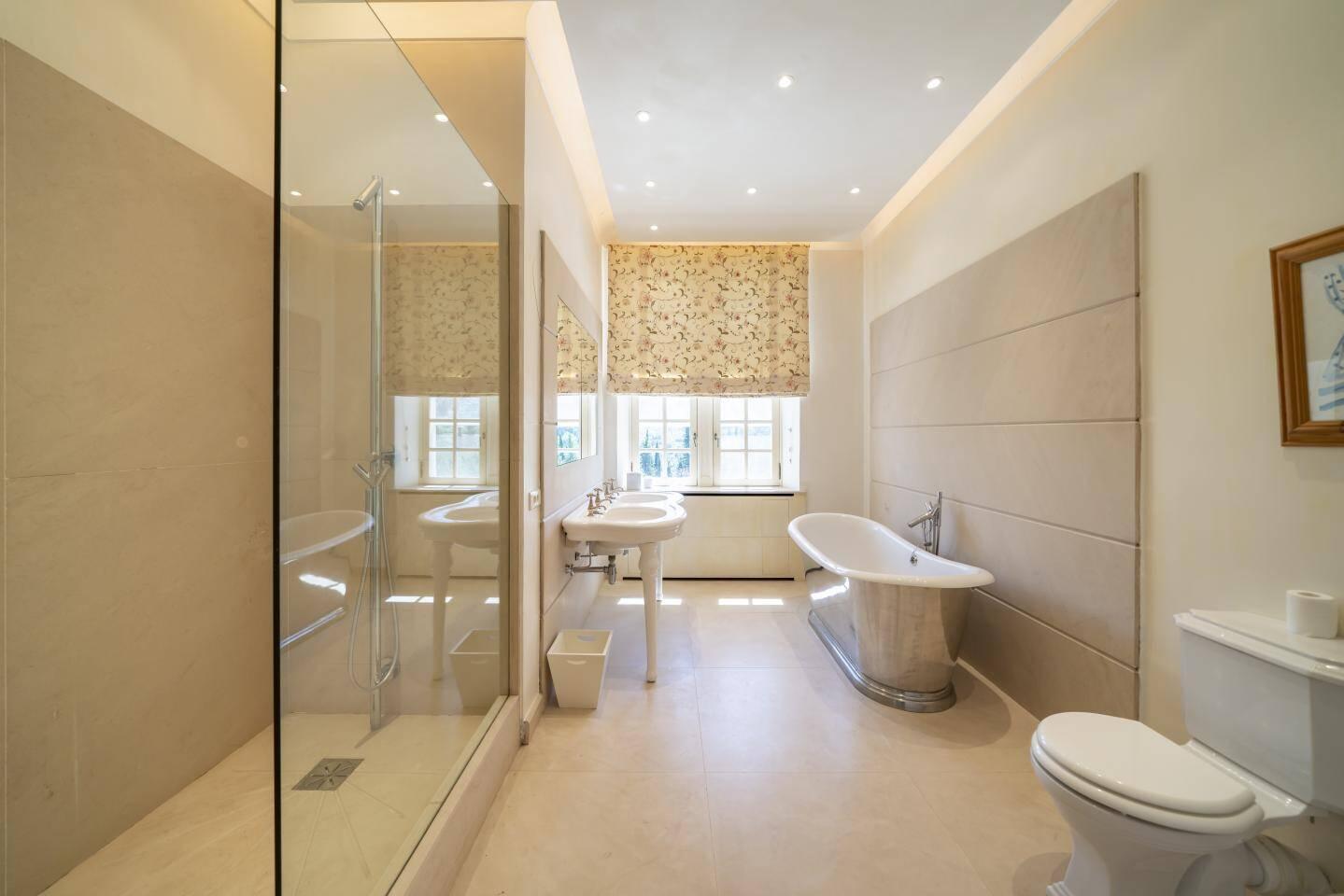 L'une des nombreuses salles de bain.