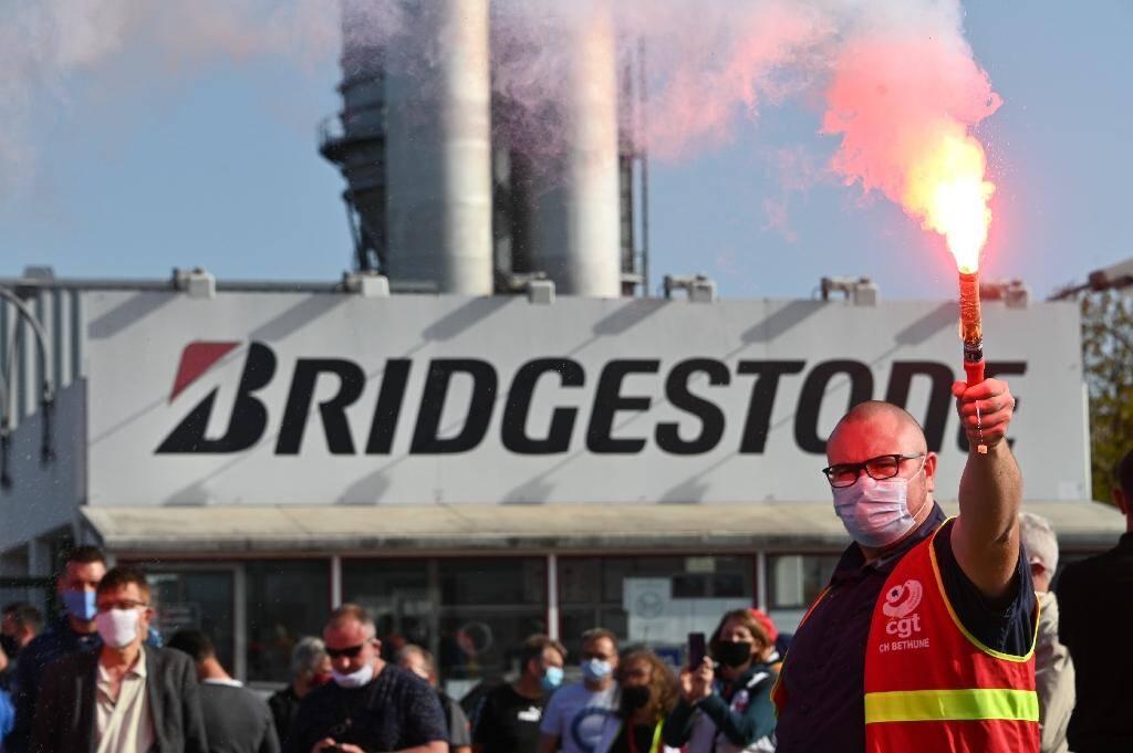 Manifestation devant l'usine de Bridgestone, le 17 septembre 2020 à Béthune (Pas-de-Calais)