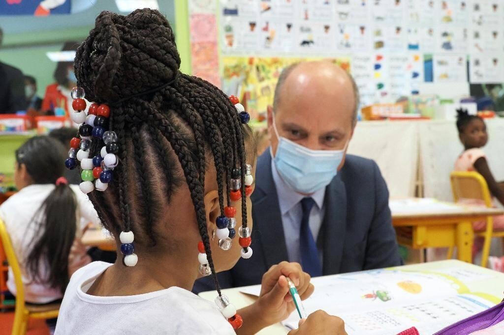 Le ministre de l'Éducation Jean-Michel Blanquer dans une école élémentaire à Chateauroux, le1er septembre 2020
