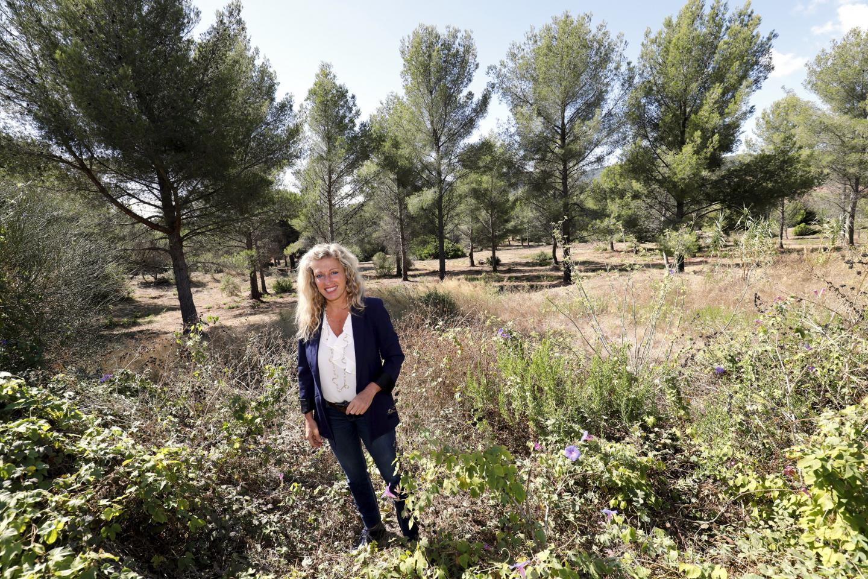 Nathalie Bicais s'est rendue hier sur la colline de Coste Chaude pour annoncer, in situ, sa décision de refuser le permis de construire.