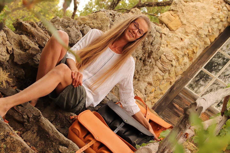 Arlette Fischer produit plus de 200 sacs par an.