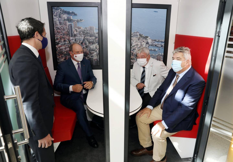 Le Prince, Jean-Claude Gayssot et Pierre Dartout ont testé les nouveaux bureaux connectés.