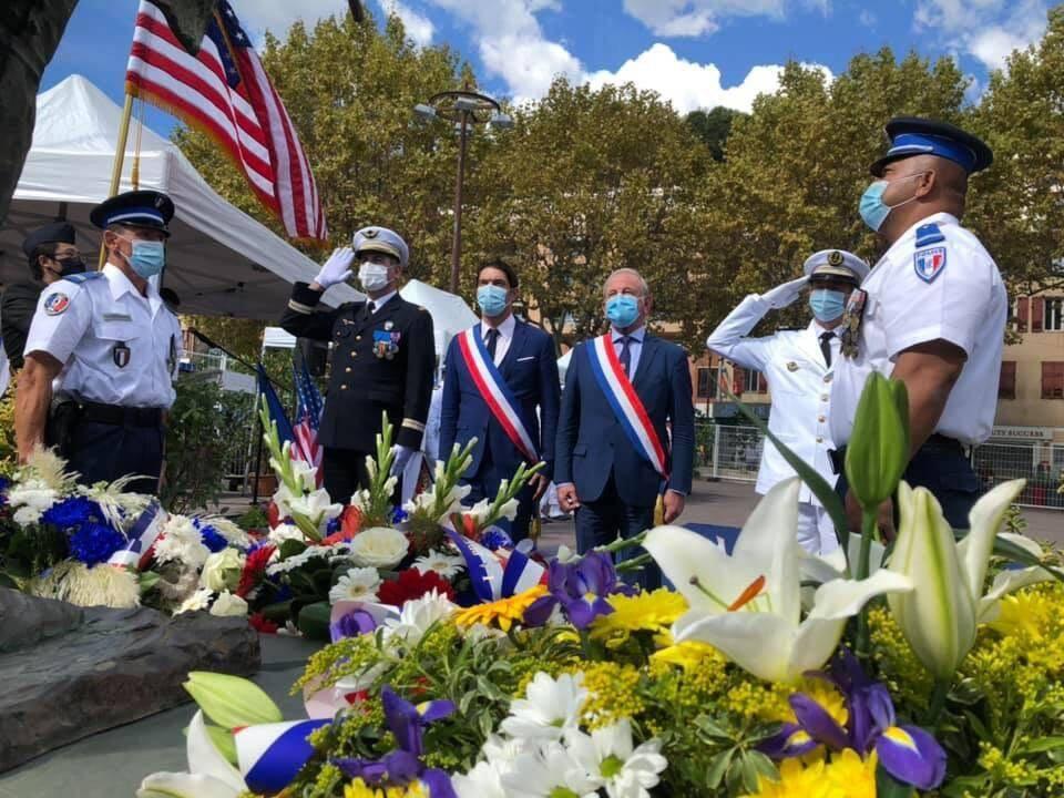 Tradition encore respectée hier, où autorités civiles et militaires, masquées, ont honoré sa mémoire.