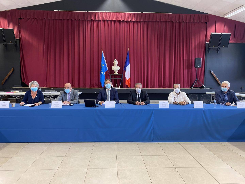 Les maires des communes de l'intercommunalité (Pierrefeu, Collobrières, La Londe-les-Maures, Bormes-les-Mimosas et le Lavandou) entendent valoriser les agriculteurs et producteurs locaux avec ce projet alimentaire.