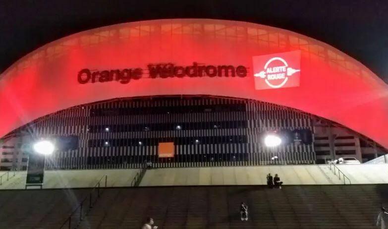 Le stade Vélodrome à Marseille comme d'autres bâtiments de la Région Sud ont affiché l'Alerte Rouge la semaine dernière.