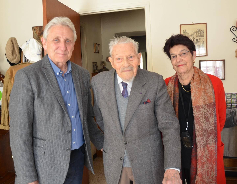 Le jour de ses 106 ans, le maire et Claudette Valentin étaient venus lui rendre visite.