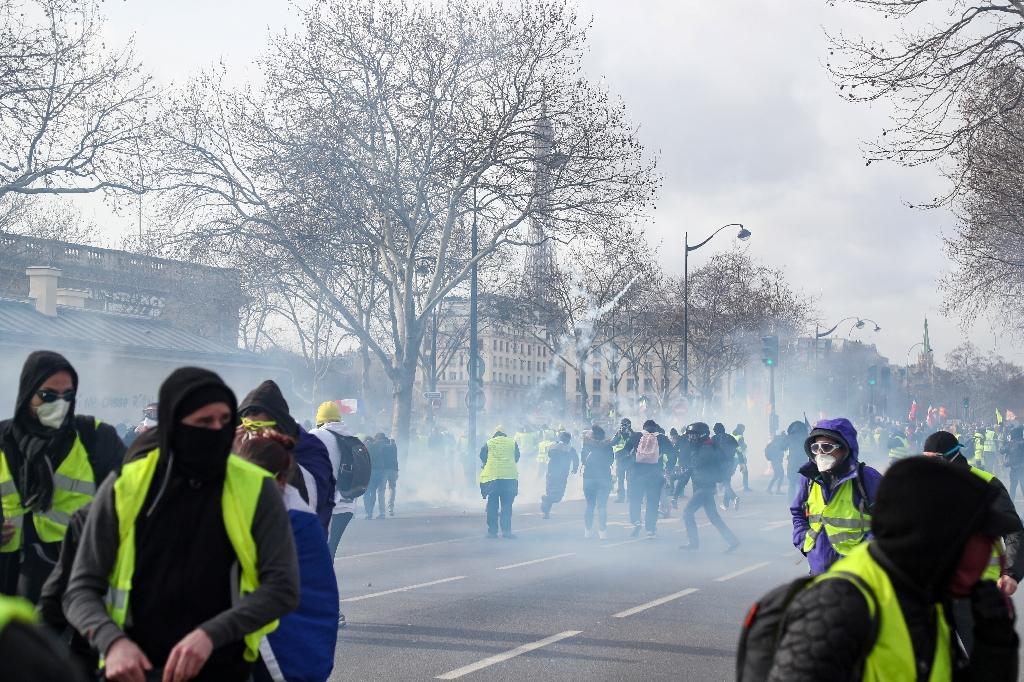 """Manifestation de """"gilets jaunes"""" près de la Tour Eiffel à Paris le 9 février 2019"""