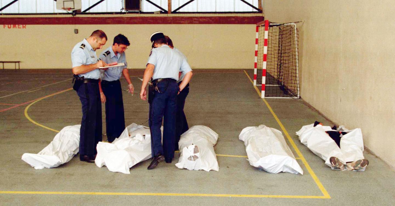 Quinze victimes rassemblées dans le village de Cuers après le massacre le 24 septmebre 2020.