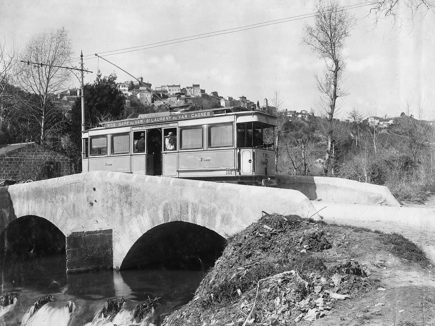 L'ancien tramway sur le pont de la Cagne.