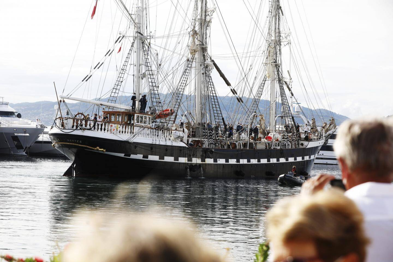 Une foule d'admirateurs a assisté à son arrivée au port Canto, ce mardi après-midi.