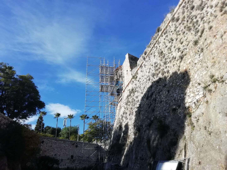 L'échauguette du Mont Alaban en travaux.