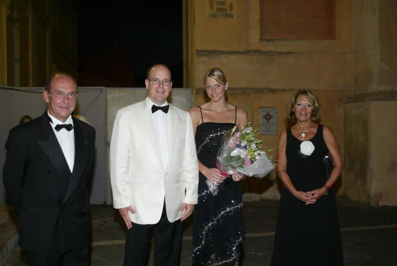 Colette Giudicelli et le maire de Menton, Jean-Claude Guibal aux côtés du couple princier, Albert et Charlène lors du Festival de musique de Menton en 2006.