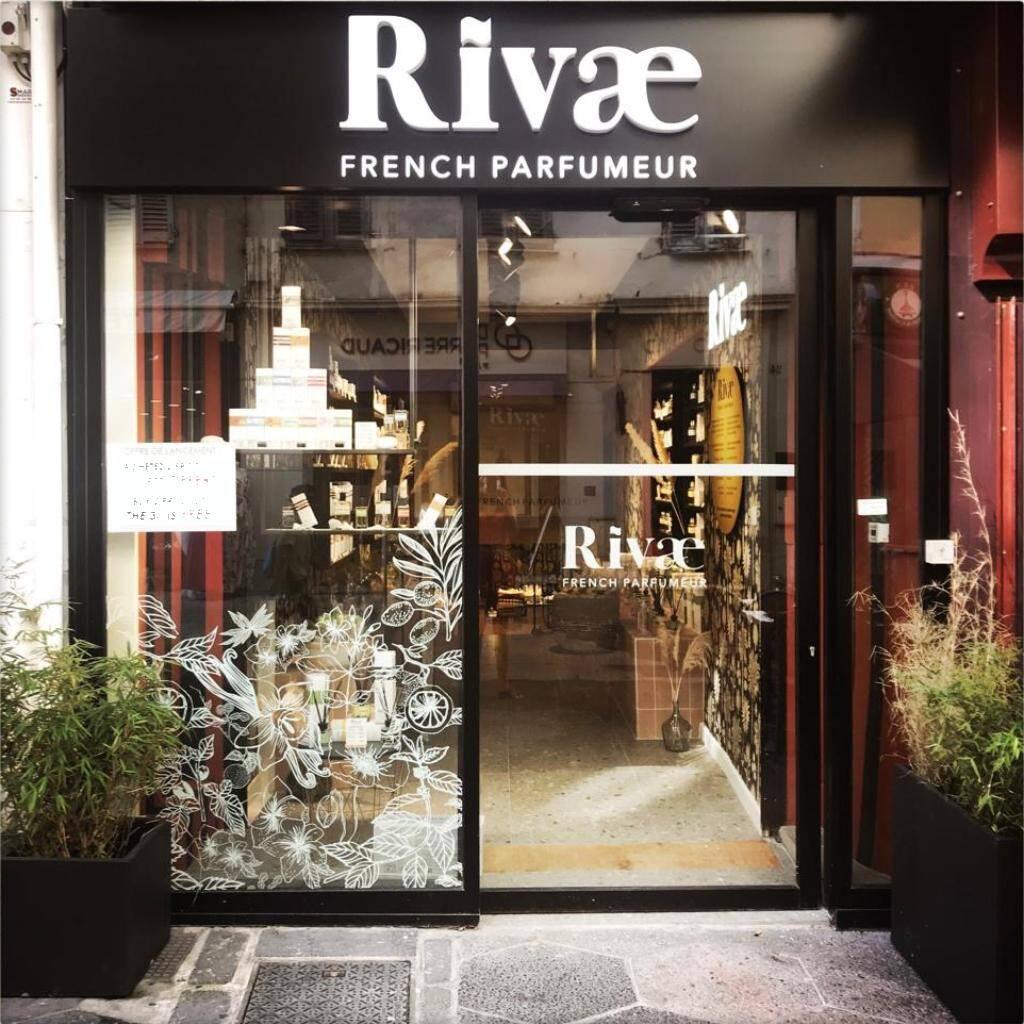 Une boutique contemporaine et élégante au cœur de la rue piétonne de Nice.