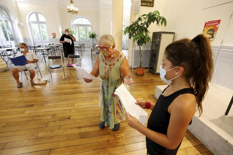 L'atelier théâtre du GEA a repris et les répétitions donnent du fil à retordre aux comédiens qui portent le masque.