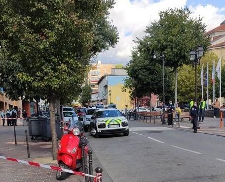 L'un des quatre individus, plus gravement touché, a été évacué vers le CHU de Nice, dans un état jugé préoccupant.