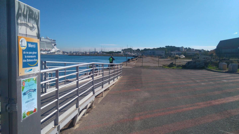 Le débarcadère de la navette maritime va être déplacé à l'autre extrémité du quai, du côté de la cale n° 2, plus près du casino.