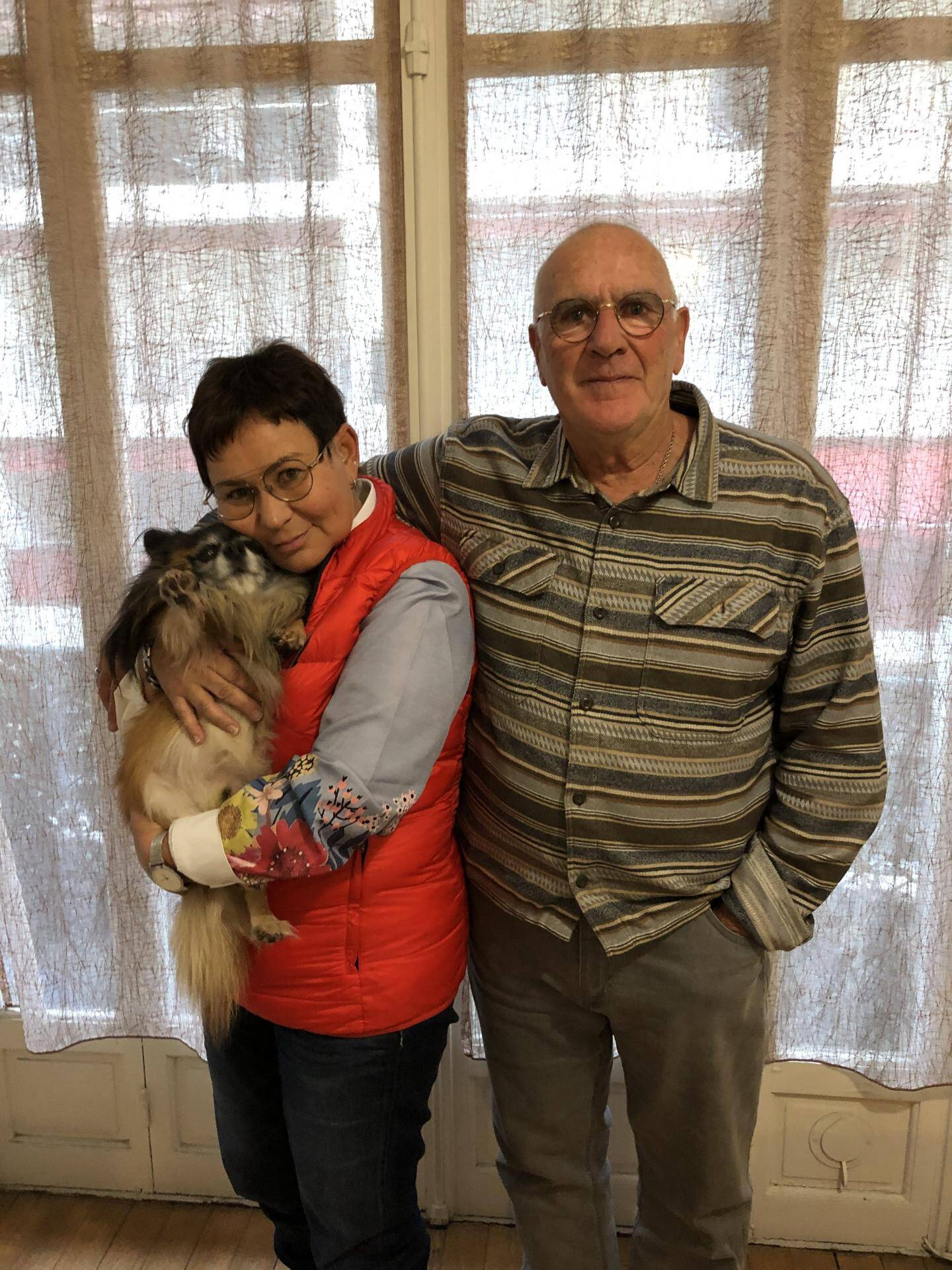 Ange Volpi, Murielle Richy et leur chien Helton.
