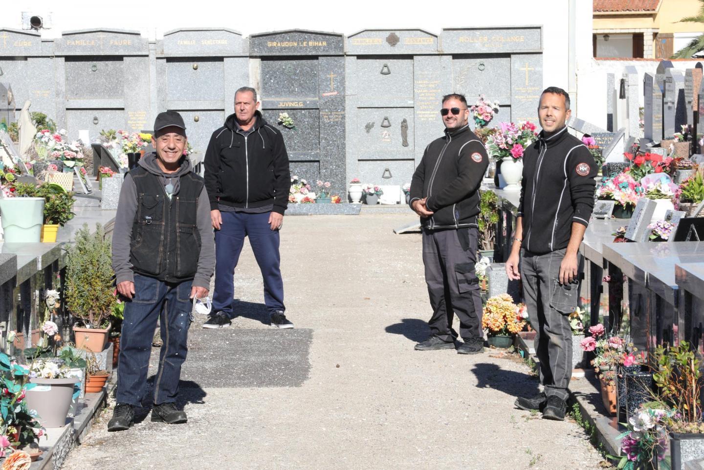 Après le premier confinement, beaucoup de personnes se sont rendues dans les cimetières, après en avoir été éloignées pendant plusieurs semaines.